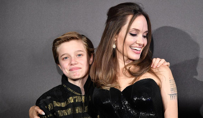 Câu chuyện về cô con gái ruột nhà Angelina Jolie và Brad Pitt: Sinh ra dưới ánh hào quang của cha mẹ nổi tiếng cho tới biểu tượng của cộng đồng LGBT - Ảnh 12.