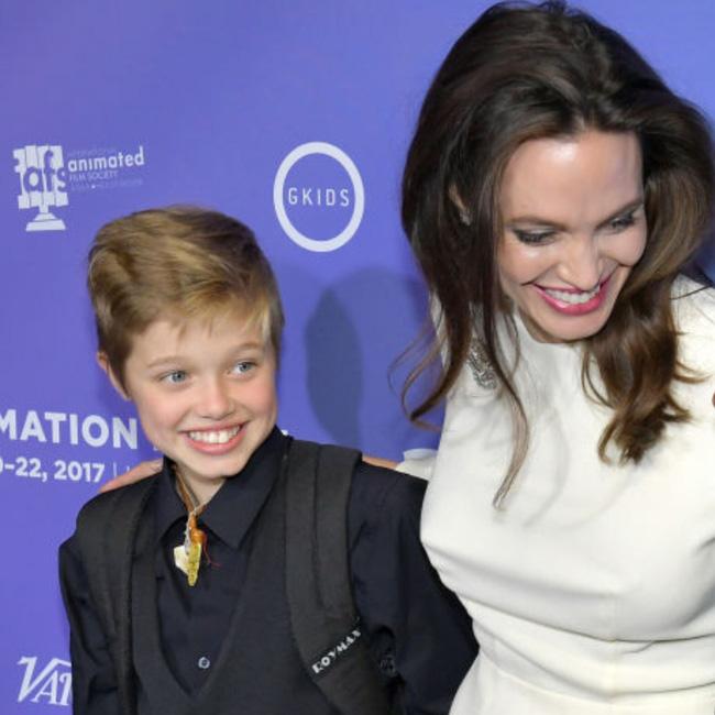 Câu chuyện về cô con gái ruột nhà Angelina Jolie và Brad Pitt: Sinh ra dưới ánh hào quang của cha mẹ nổi tiếng cho tới biểu tượng của cộng đồng LGBT - Ảnh 8.