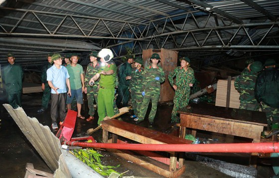 Hiện trường tan hoang vụ sập nhà xưởng ở Vĩnh Phúc làm 3 người chết, 18 người bị thương - Ảnh 7.