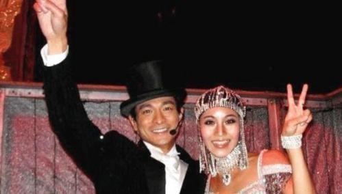 Chuyện ít biết về vũ công bí ẩn đứng sau các tour diễn đình đám của Lưu Đức Hoa - Ảnh 1.