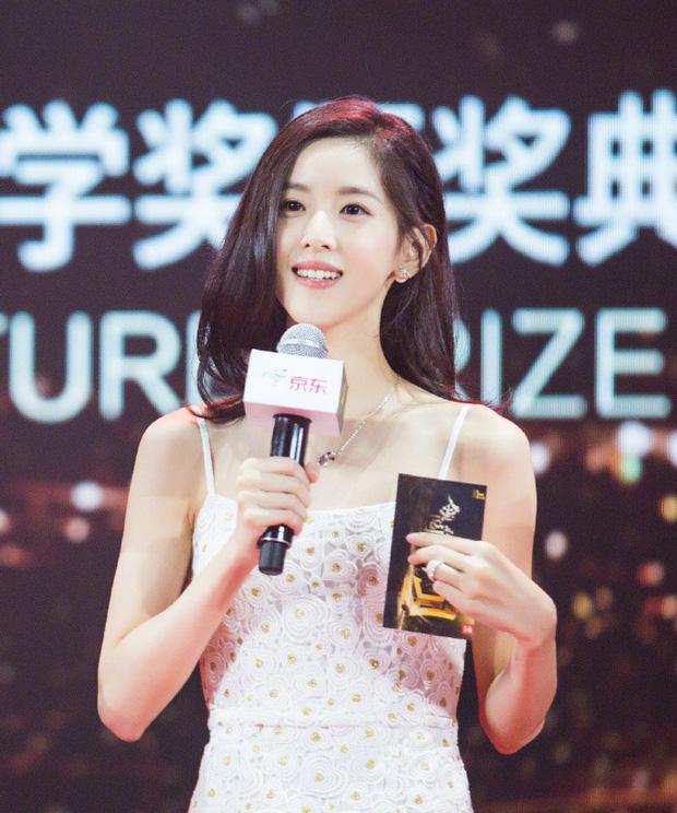 Sở hữu khối tài sản lên tới 192 nghìn tỷ, hot girl trà sữa trở thành tỷ phú trẻ nhất Trung Quốc - Ảnh 1.