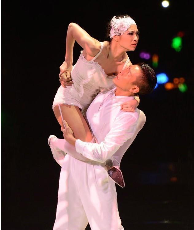 Chuyện ít biết về vũ công bí ẩn đứng sau các tour diễn đình đám của Lưu Đức Hoa - Ảnh 3.