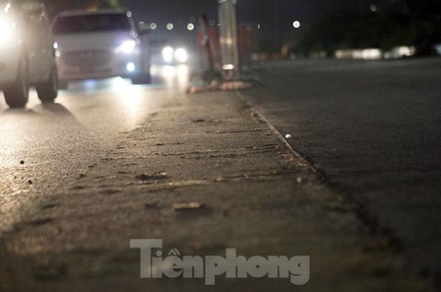Trắng đêm tháo dỡ rào cứng trên đường đua F1 Hà Nội - Ảnh 10.