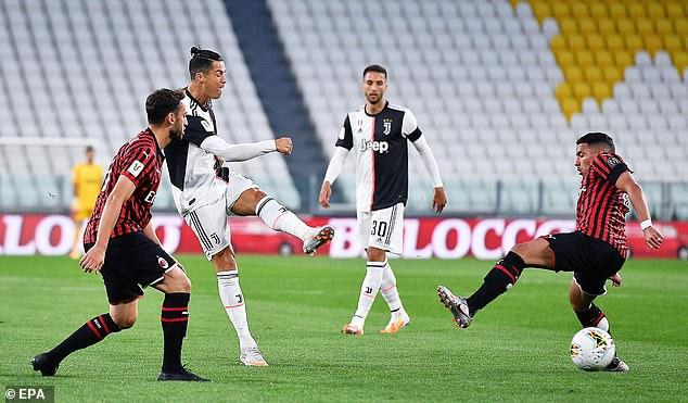 Ronaldo đá hỏng penalty, gây thất vọng lớn trong ngày trở lại sau dịch Covid-19 - Ảnh 2.