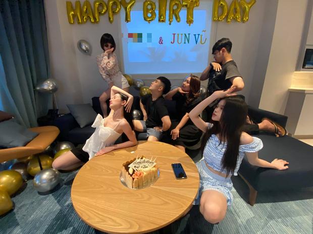 Will và Linh Ka công khai sánh đôi trong tiệc sinh nhật của Jun Vũ: Thân mật thế này bao giờ mới công khai? - Ảnh 2.