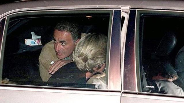 Điều ít biết về hai món đồ Công nương Diana nắm chặt trong tay sau khi trút hơi thở cuối cùng khiến nhiều người xúc động - Ảnh 2.