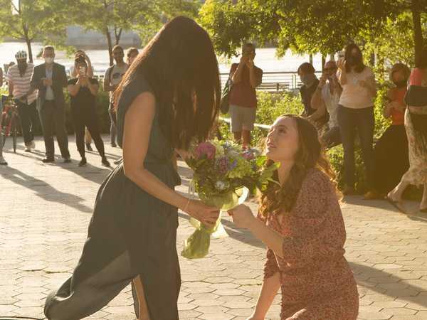 Sau 3 tháng xa cách, cô gái gốc Việt định tạo bất ngờ ngay sinh nhật bạn gái nhưng không ngờ được đối phương cầu hôn ngược lại - Ảnh 1.
