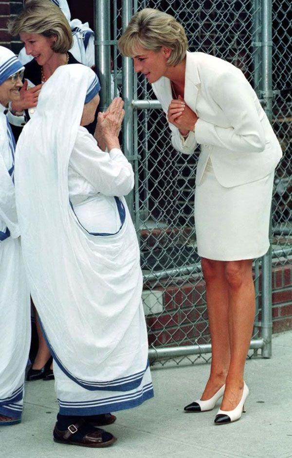 Điều ít biết về hai món đồ Công nương Diana nắm chặt trong tay sau khi trút hơi thở cuối cùng khiến nhiều người xúc động - Ảnh 4.