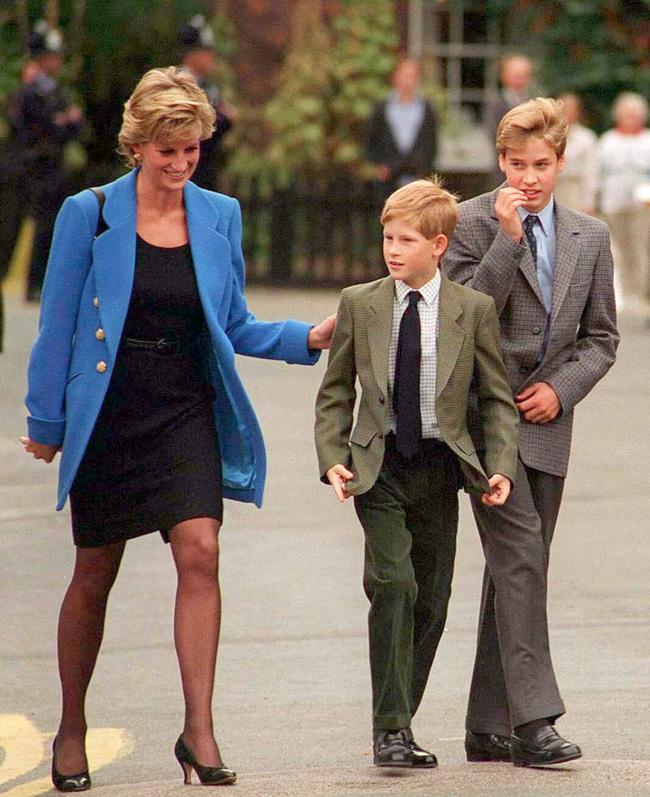 Điều ít biết về hai món đồ Công nương Diana nắm chặt trong tay sau khi trút hơi thở cuối cùng khiến nhiều người xúc động - Ảnh 9.