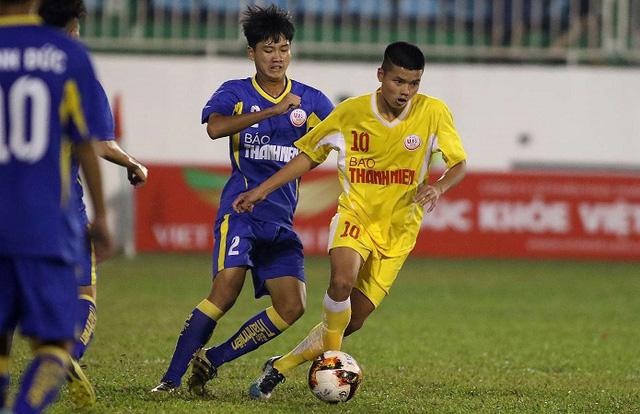 HLV Troussier triệu tập 30 cầu thủ cho U19 Việt Nam - Ảnh 1.