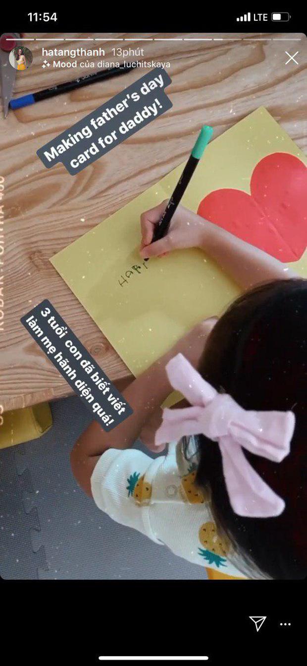 """Công chúa nhỏ nhà Hà Tăng mới 3 tuổi đã biết viết chữ và làm thiệp tặng bố khiến mẹ phải thốt lên: """"Hãnh diện quá"""" - Ảnh 1."""