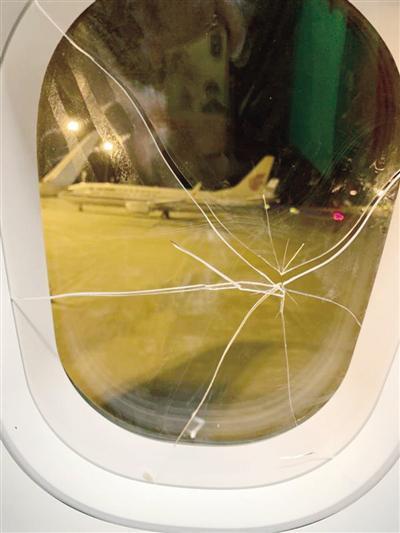 Người phụ nữ say xỉn nhưng vẫn lên máy bay rồi gây họa lớn, khiến cả đoàn phải chịu đựng chuyện thất tình cùng mình - Ảnh 1.