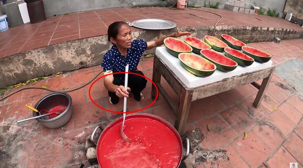 Bà Tân Vlog bị chê để móng tay bẩn làm đồ ăn nhưng lời giải thích sẽ khiến ai cũng phải gật đầu đồng tình - Ảnh 3.