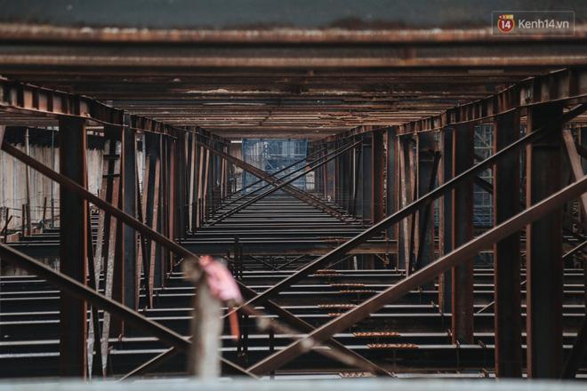 Flycam cận cảnh nhà ga ngầm trung tâm Bến Thành, công trình phức tạp nhất vì kết nối 4 tuyến Metro ở Sài Gòn - Ảnh 9.