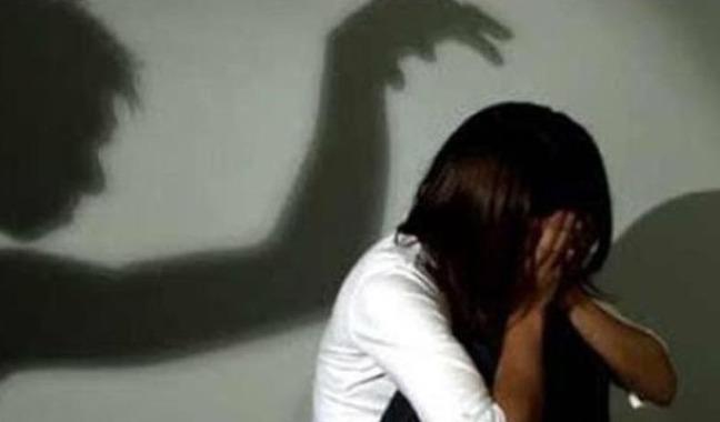 Vào nhà rẫy của hàng xóm chơi, bé 13 tuổi bị hiếp dâm - Ảnh 1.