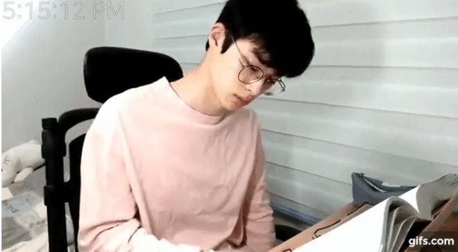 Thanh niên livestream cảnh ngồi học bài suốt 7 tiếng vẫn có lượt xem khủng vì quá đẹp trai, giờ ra sao? - Ảnh 3.