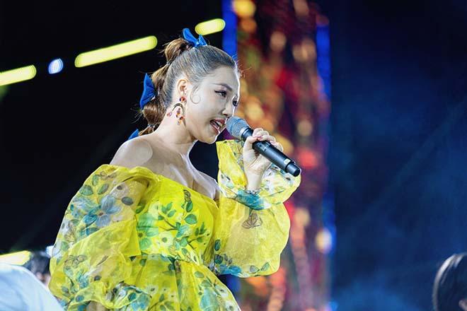 Ca sĩ 10x AMEE khoe loạt thành tích ấn tượng sau 1 năm đi hát - Ảnh 3.