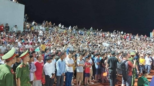 Báo Thái Lan choáng ngợp với cảnh tượng hiếm có ở bóng đá Việt Nam - Ảnh 1.