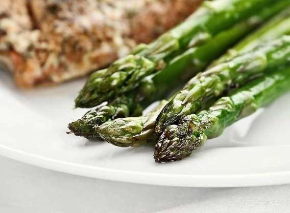 10 thực phẩm nhiều dinh dưỡng hơn khi nấu chín - Ảnh 2.