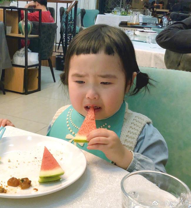 Thánh ăn nhí nổi tiếng từ 19 tháng tuổi bởi sức ăn cực khủng cùng biểu cảm nhí nhố, sau 4 năm sự đáng yêu còn tăng lên cấp số nhân - Ảnh 2.