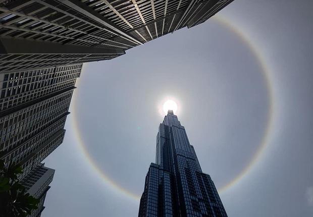 Người dân Sài Gòn, Vũng Tàu và nhiều tỉnh thành thích thú chụp lại hiện tượng quầng sáng bao quanh mặt trời - Ảnh 1.