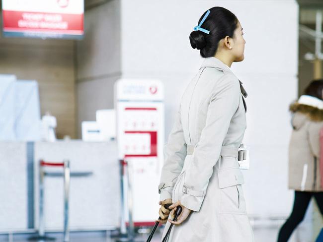 Tiếp viên hàng không ở Hàn Quốc: Công việc đẳng cấp trong mơ nhưng chịu áp lực nhan sắc, có cả gói phẫu thuật thẩm mỹ riêng - Ảnh 1.