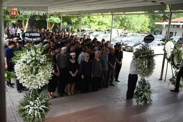 Đám tang BTV/MC Diệu Linh: MC Long Vũ và MC Quang Minh đến sớm để nói lời tạm biệt với người em đồng nghiệp - Ảnh 3.