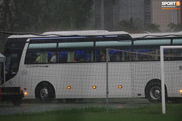 Sợ Quế Ngọc Hải, Bùi Tiến Dũng... bị ốm, CLB Viettel quay xe bỏ buổi tập duy nhất tại Sài Gòn - Ảnh 4.