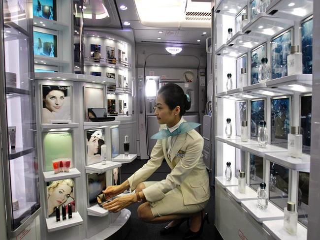 Tiếp viên hàng không ở Hàn Quốc: Công việc đẳng cấp trong mơ nhưng chịu áp lực nhan sắc, có cả gói phẫu thuật thẩm mỹ riêng - Ảnh 3.
