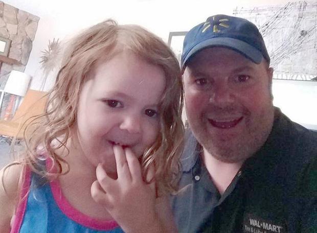 Bé gái bị bố ruột bắt cóc, cảnh sát tưởng tuyệt vọng nhưng một người đàn ông xa lạ đã cứu được đứa trẻ chỉ bằng lời mời ăn pizza - Ảnh 4.