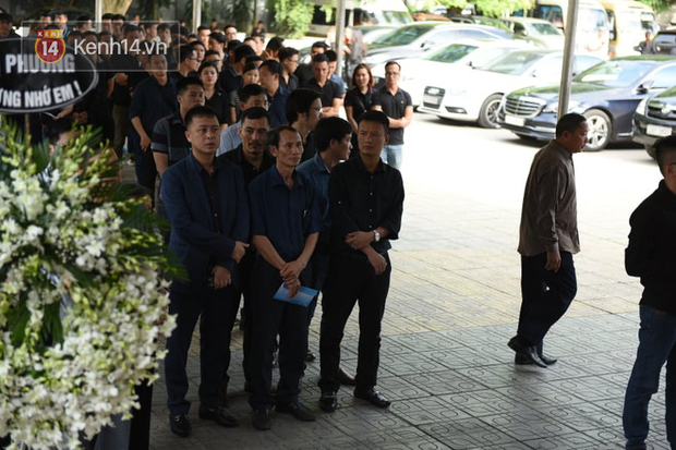 Đám tang BTV/MC Diệu Linh: MC Long Vũ và MC Quang Minh đến sớm để nói lời tạm biệt với người em đồng nghiệp - Ảnh 4.