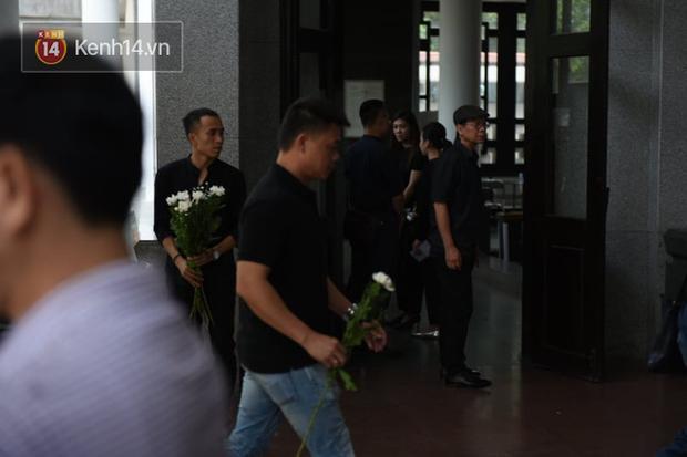 Đám tang BTV/MC Diệu Linh: MC Long Vũ và MC Quang Minh đến sớm để nói lời tạm biệt với người em đồng nghiệp - Ảnh 7.