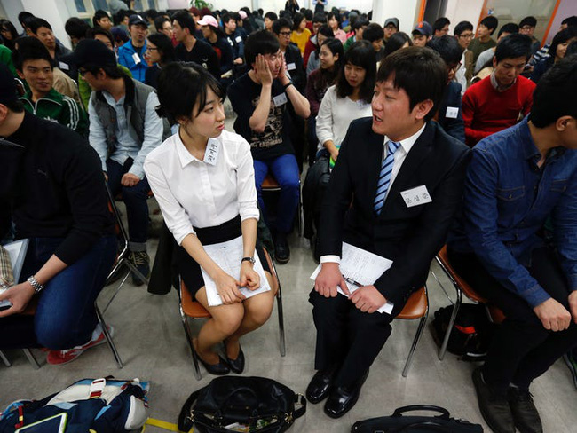 Tiếp viên hàng không ở Hàn Quốc: Công việc đẳng cấp trong mơ nhưng chịu áp lực nhan sắc, có cả gói phẫu thuật thẩm mỹ riêng - Ảnh 7.