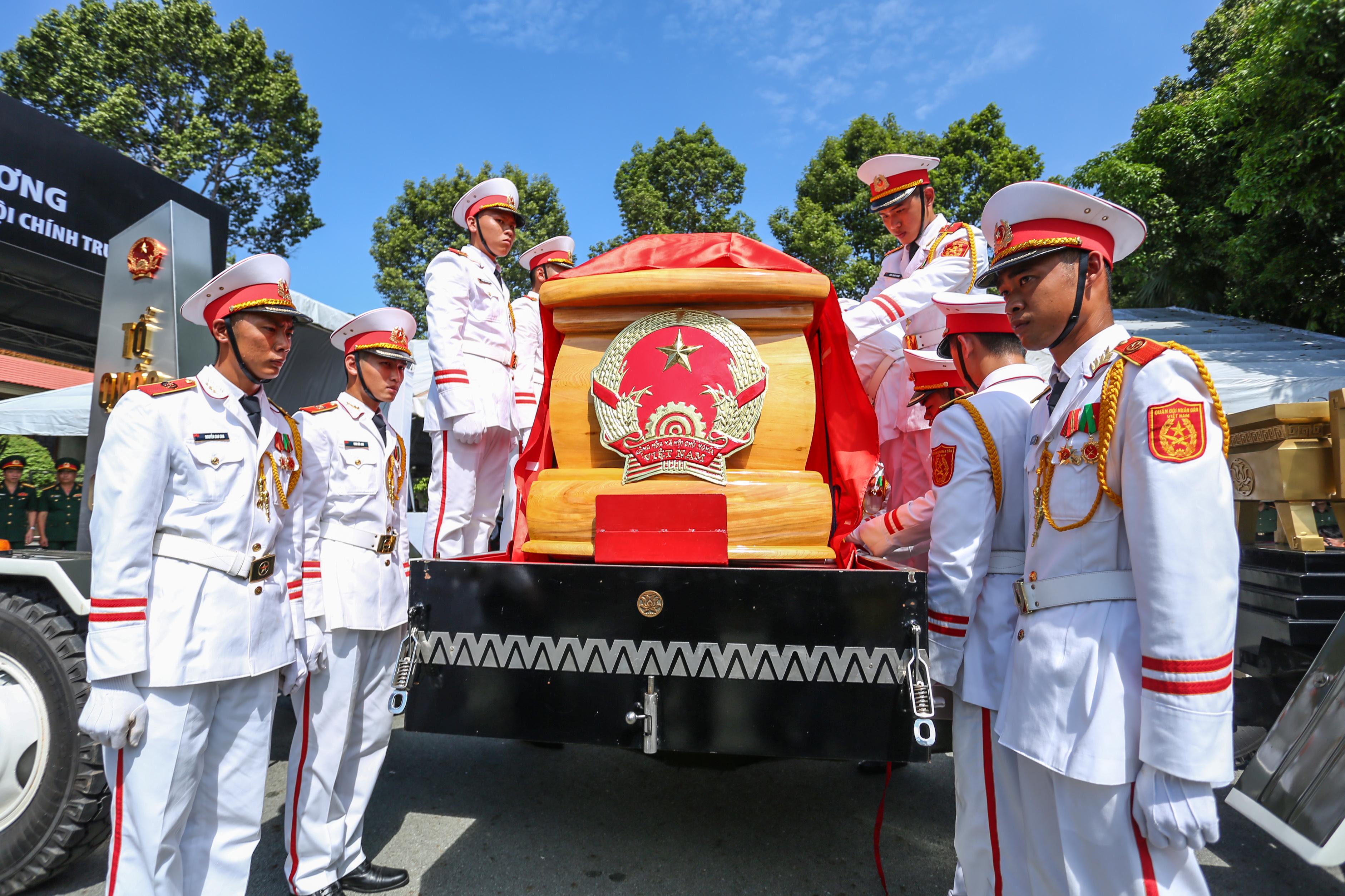 [Ảnh] Tiễn đưa người thầy tình báo huyền thoại Trần Quốc Hương về nơi an nghỉ cuối cùng - Ảnh 16.