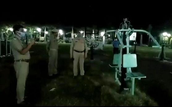 Đi tuần ban đêm, cảnh sát Ấn Độ nổi da gà vì chứng kiến... ma tập thể dục
