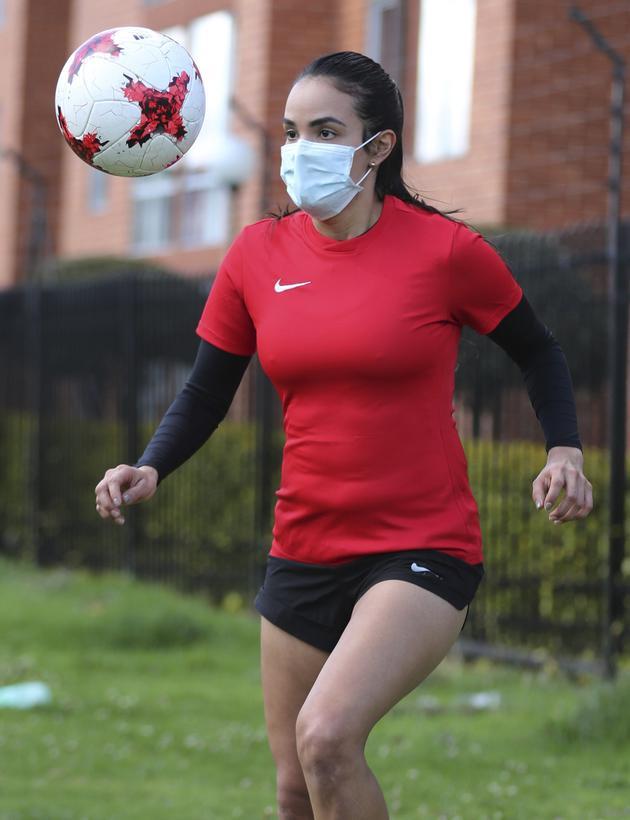 Tại sao đeo khẩu trang khi tập thể thao lại vô cùng nguy hiểm? - Ảnh 1.