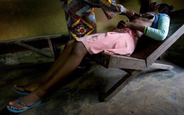 Hủ tục là phẳng ngực: Nhân danh bảo vệ trẻ em không bị quấy rối tình dục nhưng thực chất để lại nỗi đau về thể xác lẫn tinh thần - Ảnh 4.