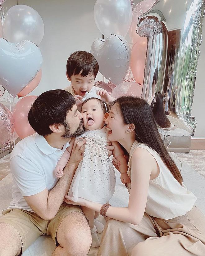 Pam Pam - hot girl Thái đình đám 1 thời giờ đã là mẹ bỉm 2 con, gia đình hạnh phúc viên mãn đáng ngưỡng mộ - Ảnh 7.