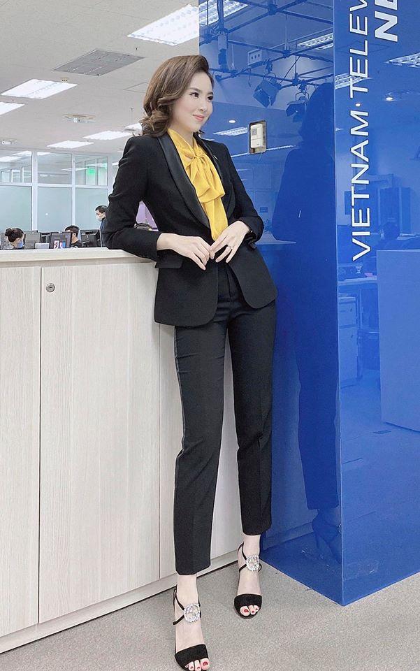 Lần hiếm hoi MC Mai Ngọc khoe đường cong với bikini - Ảnh 1.