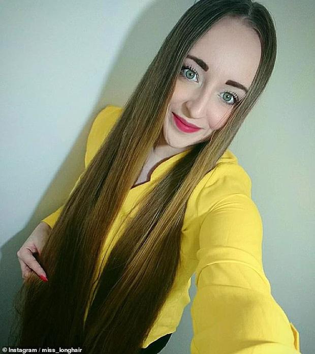 5 năm không cắt tóc, cô gái gây choáng khi thả tung mái tóc dài ấn tượng, các anh mê mẩn xin được chạm vào dù chỉ một lần - Ảnh 4.