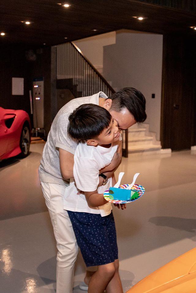 Cường đô la ddăng ảnh sinh nhật con trai, nhưng chiếc bụng lớn của Đàm Thu Trang gây chú ý - Ảnh 3.