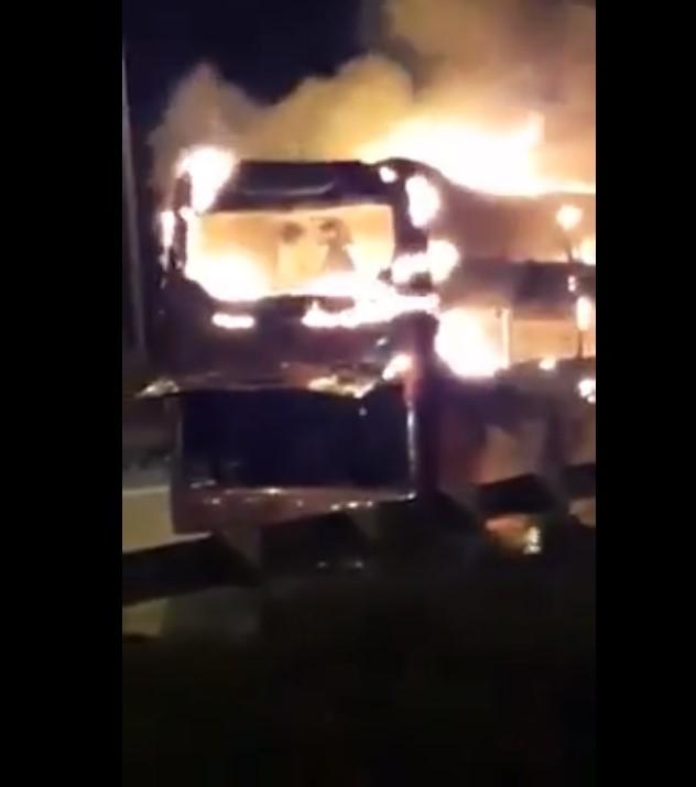 Hà Nội: Xe khách bốc cháy dữ dội trên đường vành đai 3  - Ảnh 3.