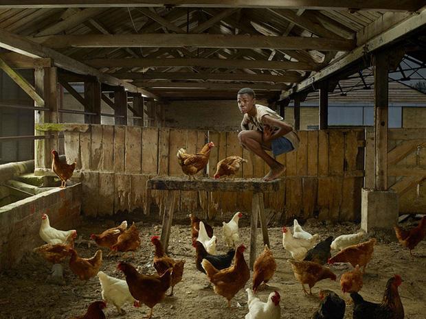 Cậu bé gà: Chàng trai bị nhốt trong chuồng gà đến nỗi quên cách sống như con người và 22 năm bị cầm tù trên giường như động vật - Ảnh 2.