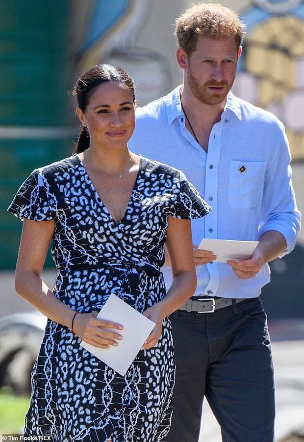 Meghan Markle từ chối thành ý của Nữ hoàng Anh trong khi Harry thì tuyệt vọng, hôn nhân của cả hai đang trên bờ vực đổ vỡ? - Ảnh 3.