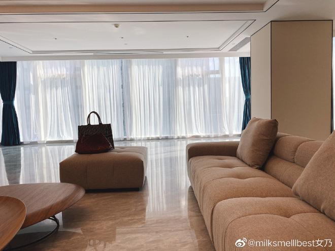 Nhân tình chủ tịch Taobao phủ nhận khóc trên livestream vì bê bối ngoại tình, vợ đăng vlog đáp trả với hàm ý: Hãy tu thân dưỡng tính! - Ảnh 2.