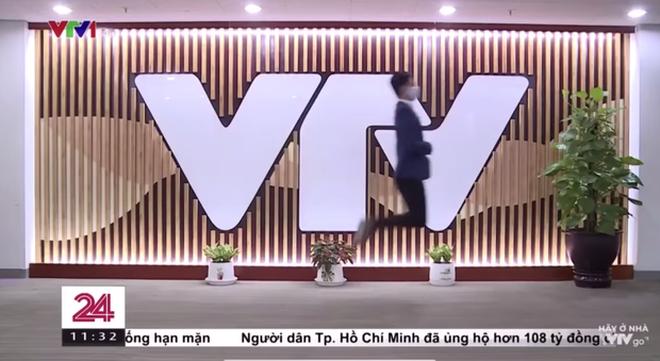 Việt Hoàng - BTV mặn nhất VTV sẵn sàng hoán đổi giới tính ngay trên sóng truyền hình: Ơ mặt mộc xinh quá! - Ảnh 2.