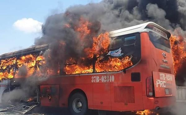Một ngày 2 vụ cháy xe ô tô, Cục Đăng kiểm Việt Nam khuyến cáo gì? - Ảnh 1.