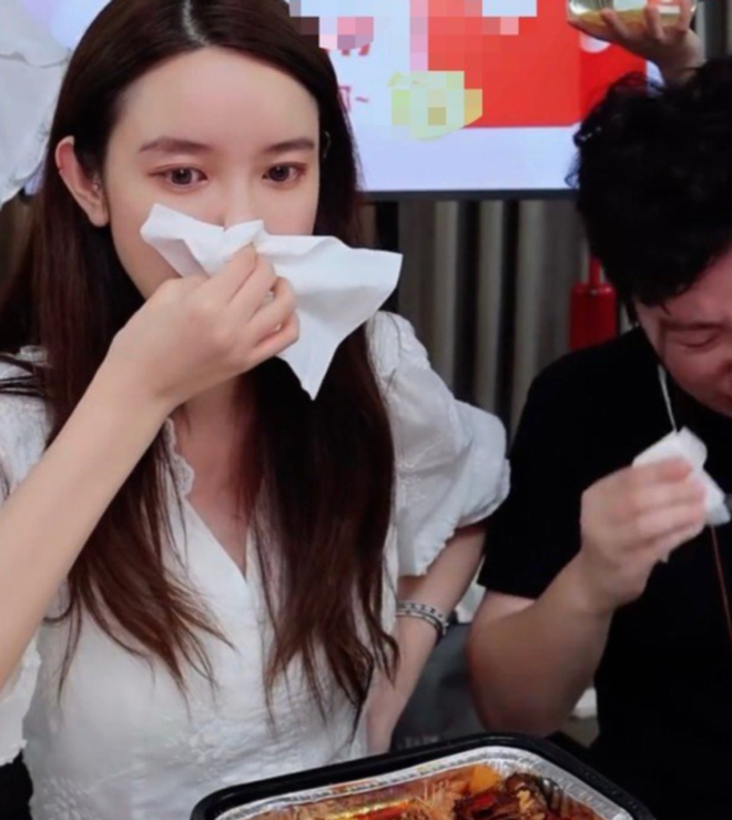 Nhân tình chủ tịch Taobao phủ nhận khóc trên livestream vì bê bối ngoại tình, vợ đăng vlog đáp trả với hàm ý: Hãy tu thân dưỡng tính! - Ảnh 3.