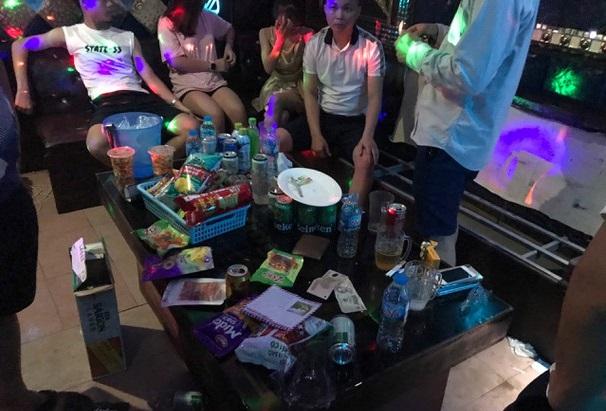 2 chị em ruột cùng nhóm bạn thuê khách sạn mở tiệc ma túy bay lắc - Ảnh 3.