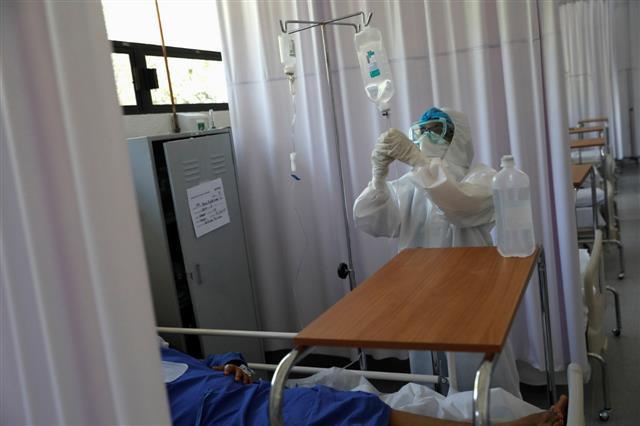 Bệnh nhân tử vong vì người nhà rút điện máy thở để... cắm điều hòa - Ảnh 2.